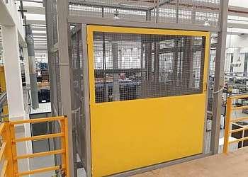 Elevador monta carga industrial