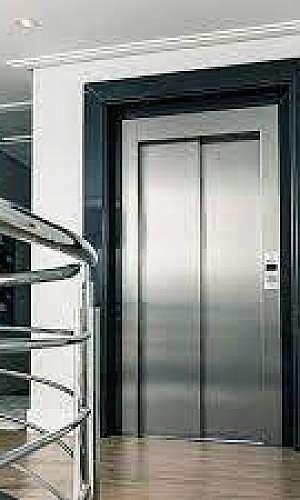 elevador social pequeno