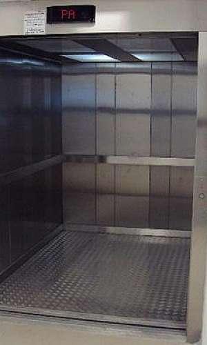 manutenção corretiva em elevador monta carga