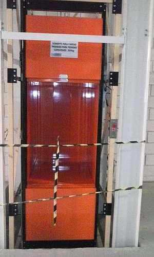 Manutenção elevador monta carga