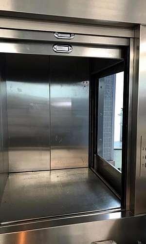 Manutenção preventiva em elevador monta carga