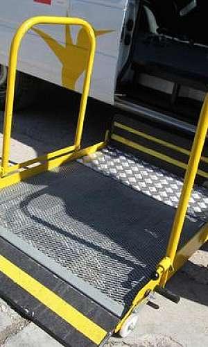 Plataforma elevatória de acessibilidade para vans