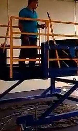 Plataforma elevatória para doca