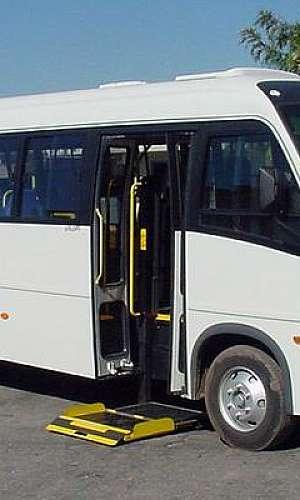 Plataforma para portadores de deficiências físicas para microônibus