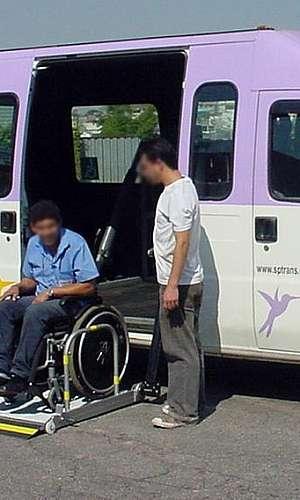 Plataforma veicular para deficientes