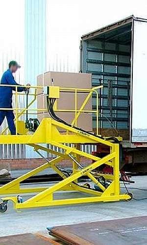 Rampa hidráulica para carga e descarga